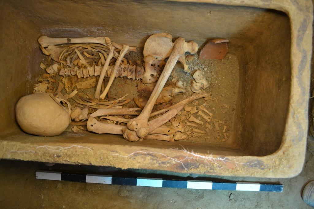 Minoan-tomb..jpg