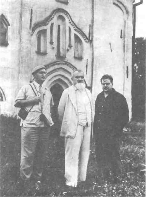 А.В. Арциховский с ближайшими сотрудниками Б.А. Колчиным и В.Л. Яниным 1963 г..jpg