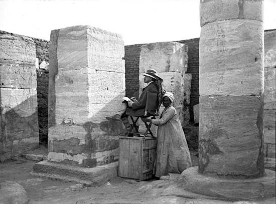 James Henry Breasted copying inscriptions of king Thutmose III (ca. 1500 BC) in the Temple of Horus (1906).jpg